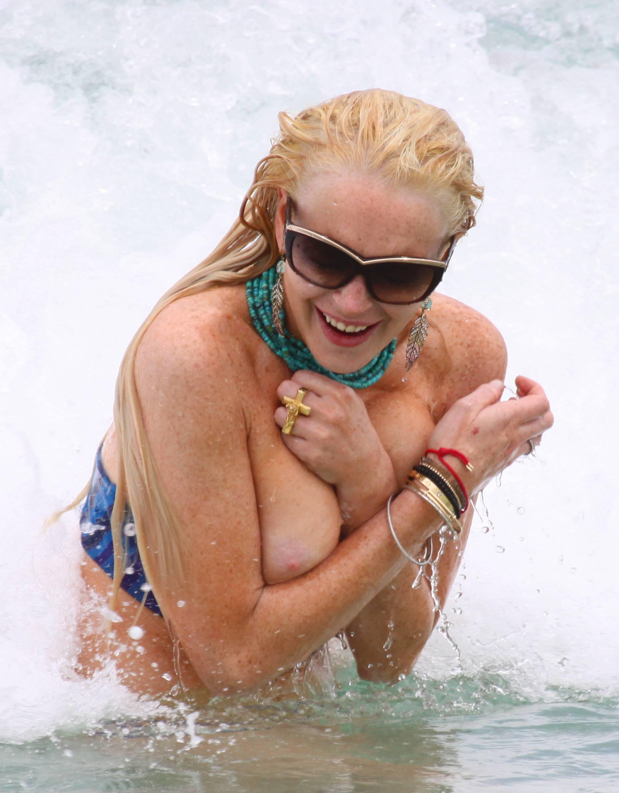 Lindsay Lohan Braless Side Boob Porn