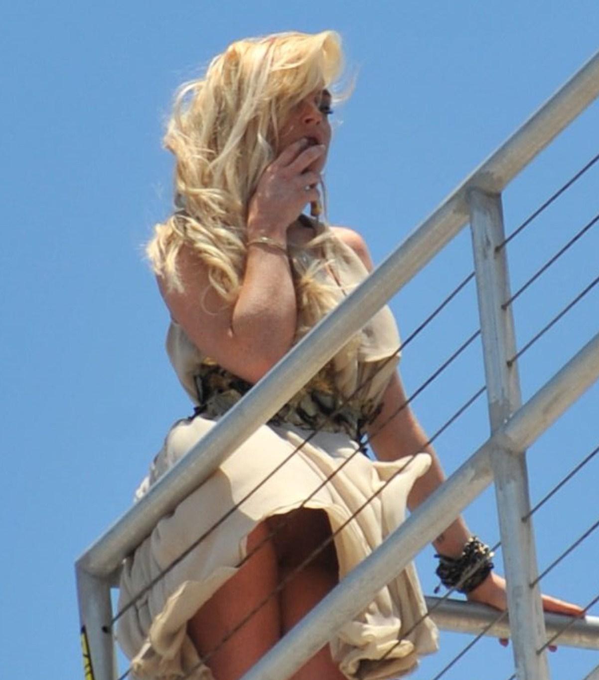 Pics!!! Lindsay Lohan Upskirt Shot &