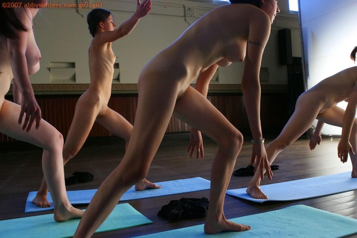 видео голые девушки занимаются гимнастикой