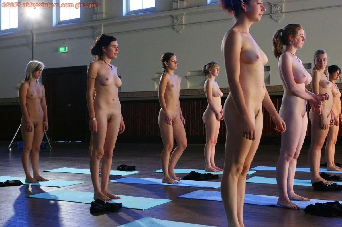 Голые женщины делают заряджку фото 396-980