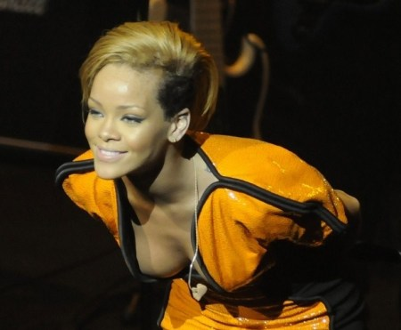 Rihanna Performs on 'Oasis of the Seas'
