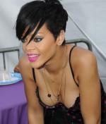 Rihanna (34)