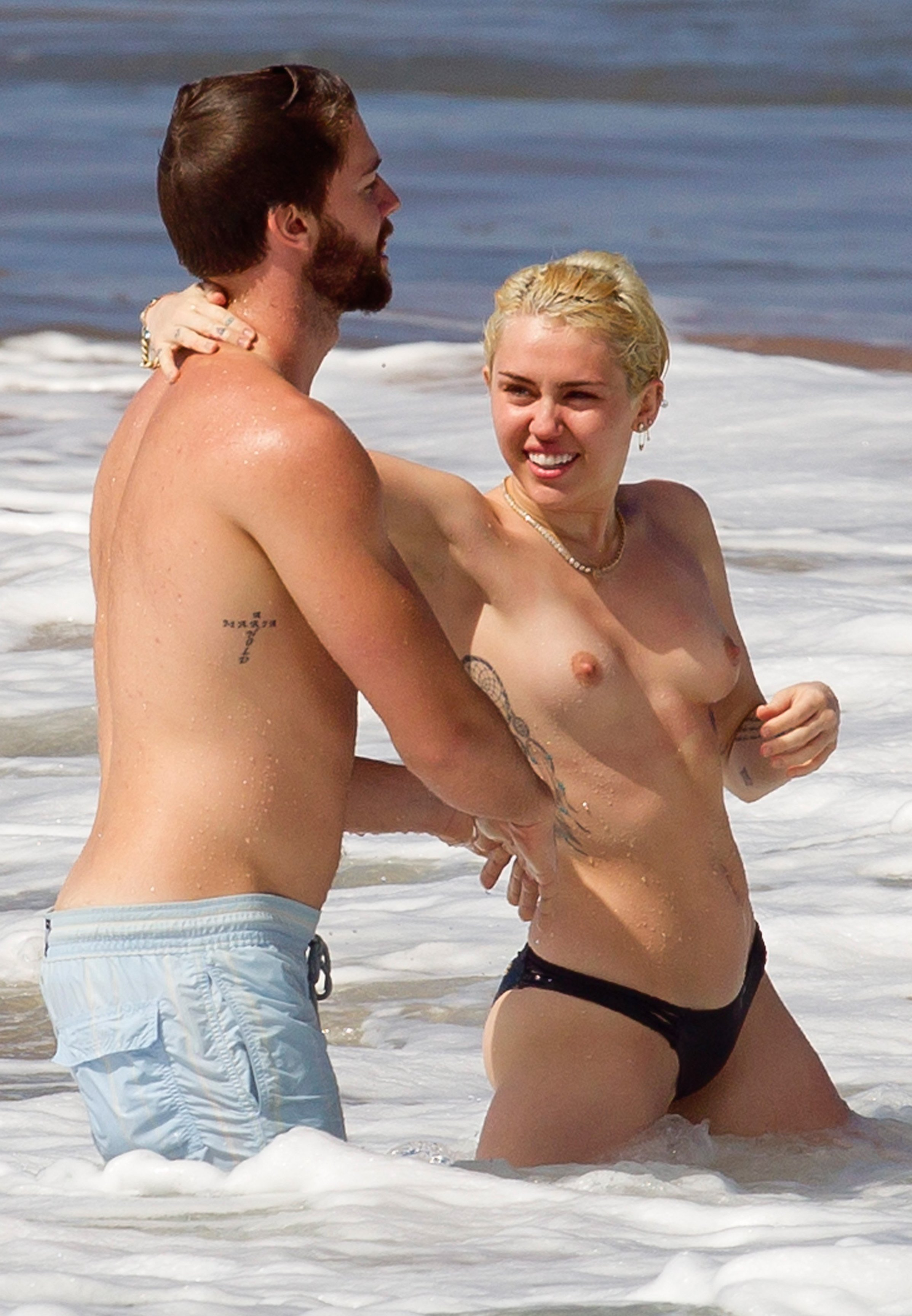 topless-pictures-of-miley-cyrus