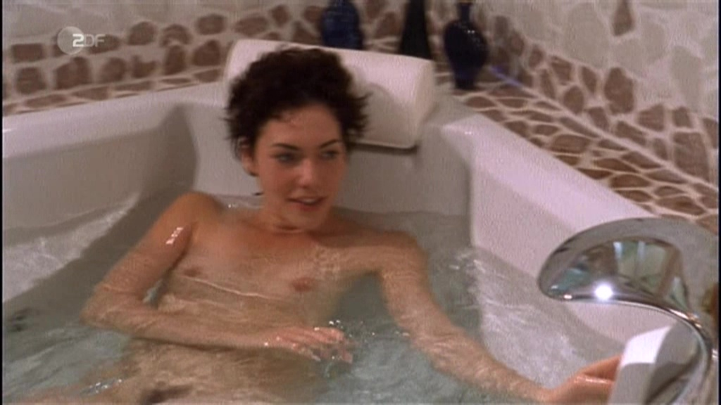 image Jennifer lawrence nude public scene on scandalplanetcom
