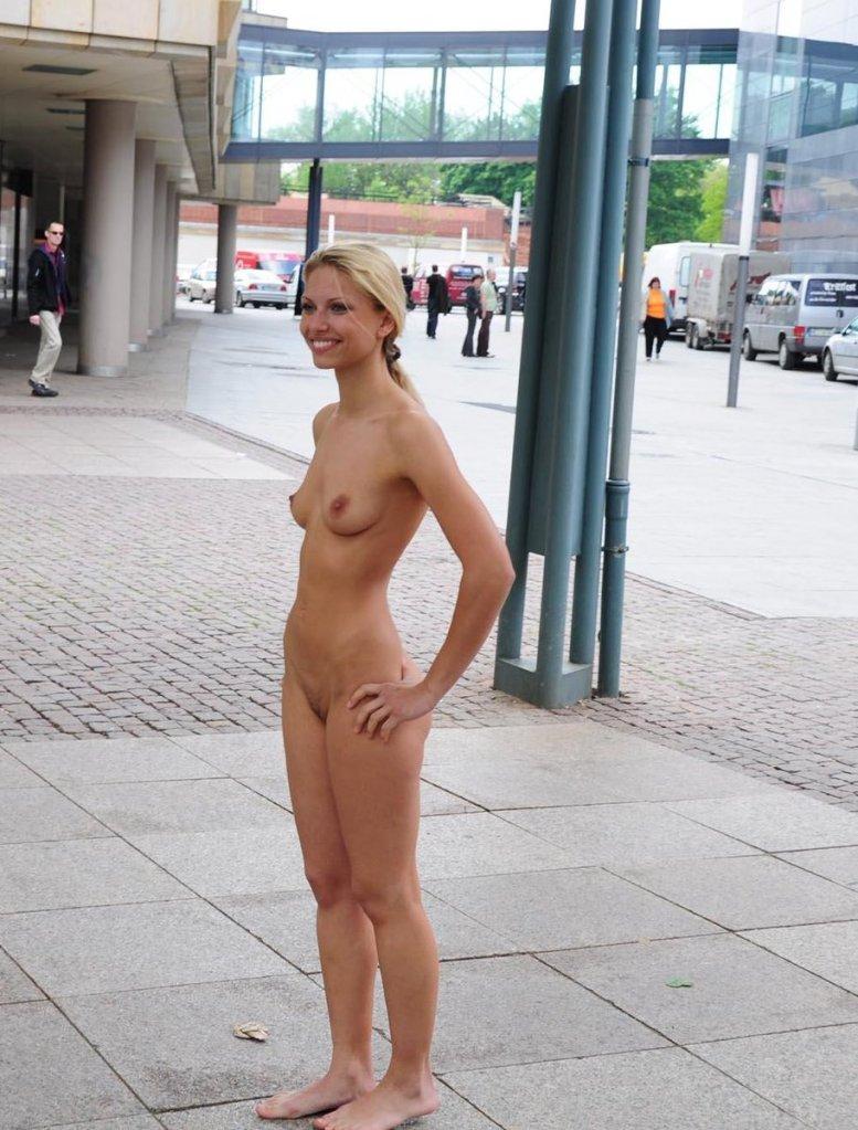 Ana Ayora Nude public nudity (21) | doogleburger