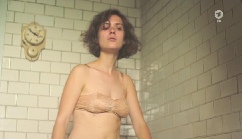 Liv Lisa Fries  nackt