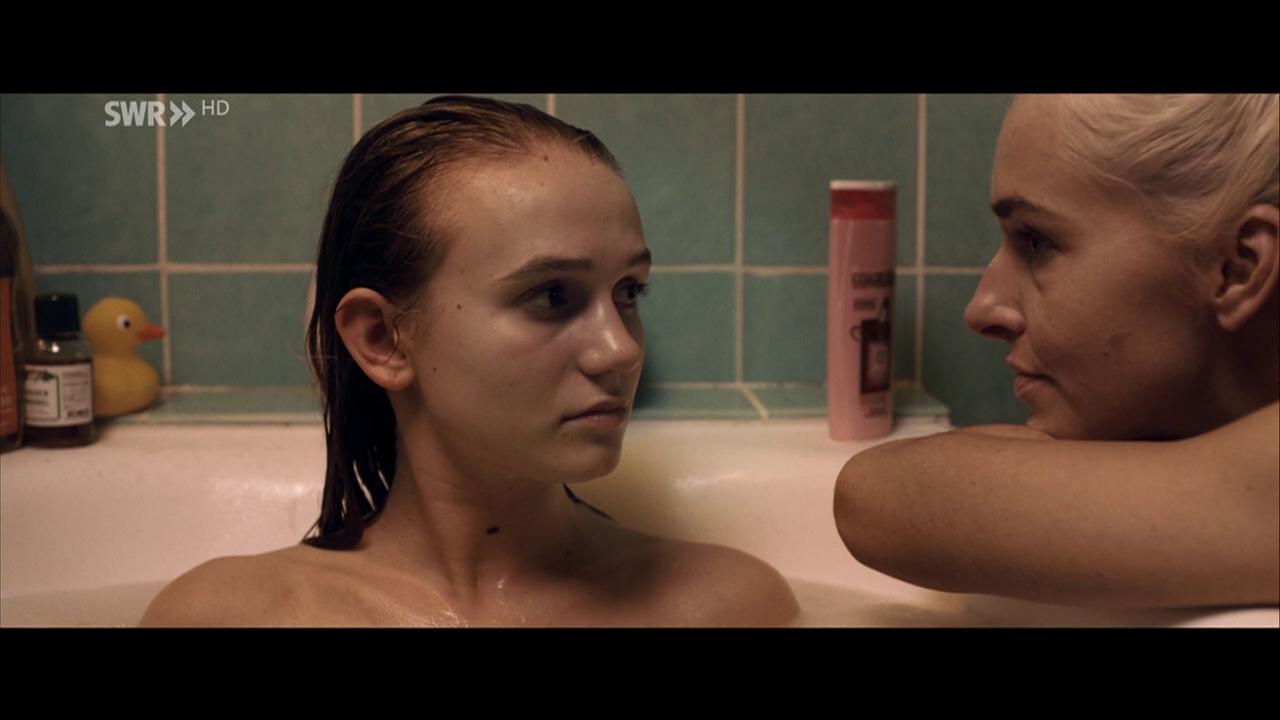 Nackt Leonie Wesselow  Discover Leonie